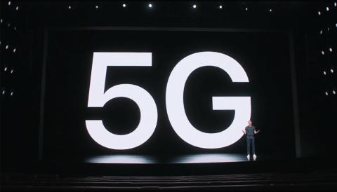 iPhone 12シリーズの発表の際には、米国の携帯電話会社ベライゾンのハンズ・ベストバーグCEOが登場するなど5G対応をアピール