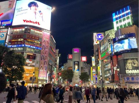 ハロウィーン前に撮影した現実の渋谷スクランブル交差点の様子