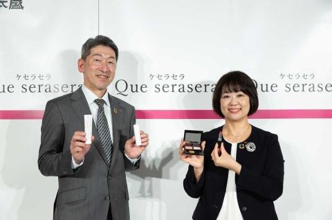 日本盛 通販事業本部長の廣岡桂寿氏(左)と通販事業部課長の河村明子氏