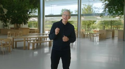「M1は私たちがこれまで作った中で最もパワフルなチップ」と語る、米アップルのティム・クックCEO(出所/アップルのオンライン発表会)