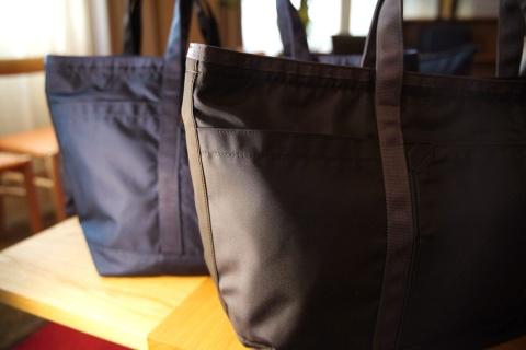 「トートバッグ」(スタンダードが2万円、オフィスが2万6000円、プロが3万8000円)
