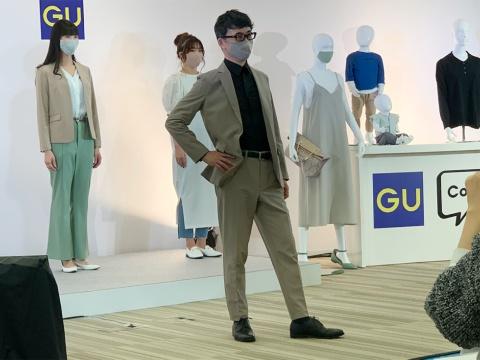 スタッフとともに、ショーにもモデルとして登場したジーユーの柚木治社長