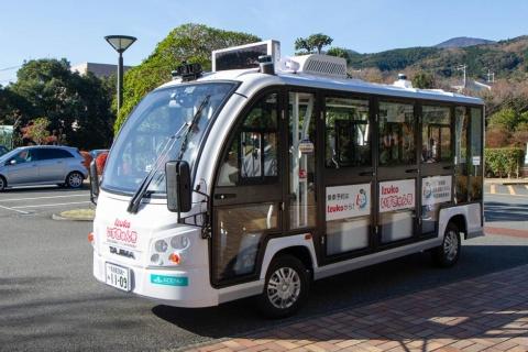 実証実験に用いられた「Izukoいずきゅん号」。8人乗りのEVマイクロバスだ