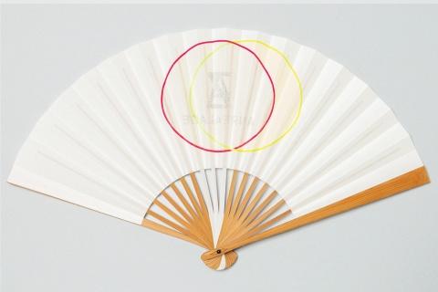 ファッションブランド「アンリアレイジ」の森永邦彦氏とのコラボレーション商品「ANREALAGE 01」1万3200円(税込み、以下同)