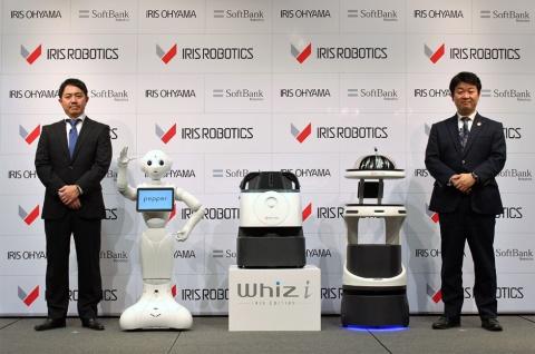 アイリスオーヤマとソフトバンクロボティクスグループは、共同出資による新会社アイリスロボティクスを設立。左はソフトバンクロボティクスの社長兼CEOの冨澤文秀氏、右はアイリスオーヤマ社長の大山晃弘氏