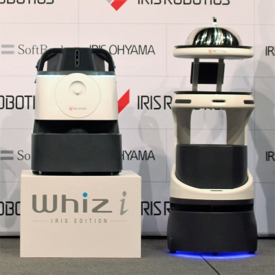 AI除菌清掃ロボット「Whiz i」(左)と配膳・運搬ロボット「Servi」(右)