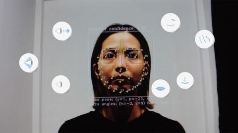 パナソニックのプロダクト解析センターが開発した「感性センシング」の技術を活用し、表情を分析することでオーラにつなげる