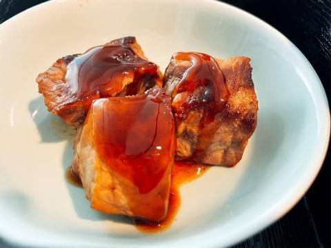 「肉料理は、Jソースをたっぷりかけたほうが美味しくなる」(ブルドックソース)とのこと