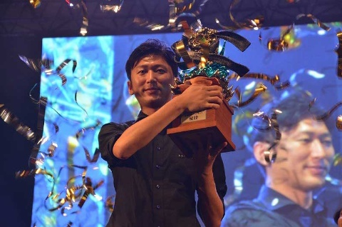 2017年9月の「東京ゲームショウ2017」会場で開催された「ストリートファイターV 昇龍拳(SHORYUKEN)トーナメント」で優勝したネモ選手(写真/田代 祥吾)