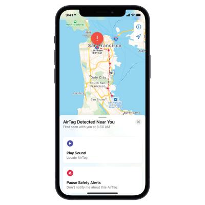 街中で紛失した場合は、最後に検知された場所を表示。「紛失」モードにすれば、近くにいる人のiPhoneやiPadに信号が送られる仕組みもある。その場合は互いのプライバシーを保護しながら、やりとりが行われる(画像はhttps://www.apple.com/)