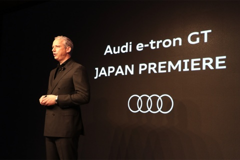 「Audi e-tron GT」の発表会に登壇したノアック社長