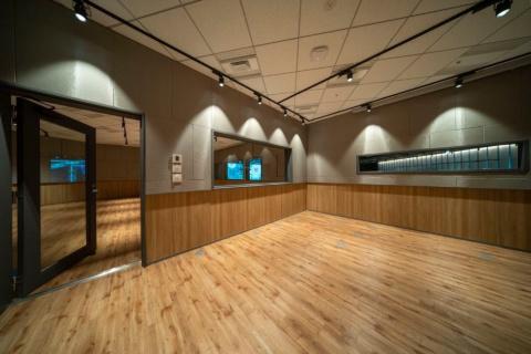 隣接するB studio。ダンススタジオのような作りになっていて、さまざまな目的での使用が想定されている
