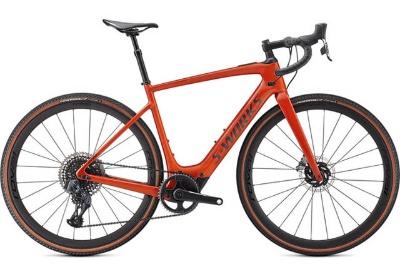 米国のスペシャライズド「TURBO CREO SL」(57万2000円~)シリーズは、重量は一般的なe-ロードバイクの半分ほどの12.2kgからと軽く、アシストが切れても走りやすいのが特徴。密にならないレジャーとして人気が高まっているキャンプライド(自転車キャンプ)に最適(画像提供/スペシャライズド・ジャパン)