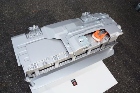 世界初採用となった「バイポーラ型ニッケル水素電池」