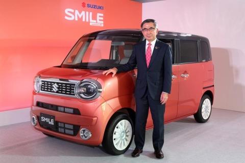 スズキは新型軽乗用車「ワゴンRスマイル」を2021年9月10日に発売する。同8月27日に行われた発表会では鈴木俊宏社長が登壇