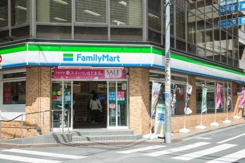 東池袋駅付近で「サンシャイン60」に近い。大型スーパーや専門学校にも隣接する