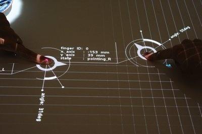 SXSWのソニーの特設ブースでは、プロジェクターとカメラを組み合わせた、テーブル上でのインタラクションのデモも実施