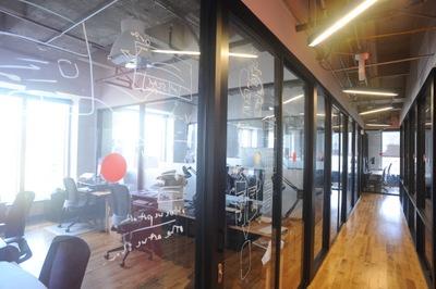 1人用から10人を超えるオフィスまで、さまざまなサイズがある