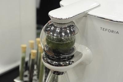 球状の部分に茶葉を入れ、ここから抽出する