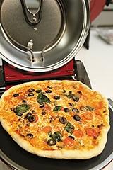 ピザは生地の表面がカリッとして、中がもちもちした状態で焼けた