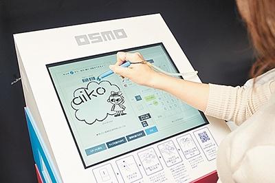 タッチパネルで操作は簡単。文字を書いたり、絵柄の配置を変えたりできる