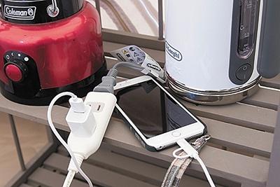 テント内には電源が用意されている。また、キャンプ場のほとんどのエリアでWi-Fiが使用可能となっている