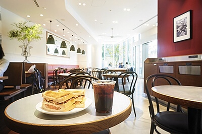 セレクトショップ「ディーン&デルーカ」のカフェ
