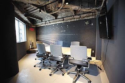 5階にプレゼンができる個室を用意。今後、貸し会議室としてサービス開始予定