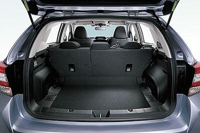 荷室は385Lの容量を確保。前モデルより開口部が広がり、積み下ろしがラクに