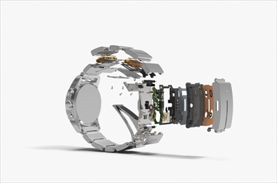 wena wristの分解イメージ。バンドの部分の一番大きなピースに入っているのは実は基盤やバイブ、アンテナのみで、バッテリーは中間サイズの2ピースに内蔵されている。パーツを別々のピースに分散することで、1つのピースが厚くなることを防いでいるわけだ