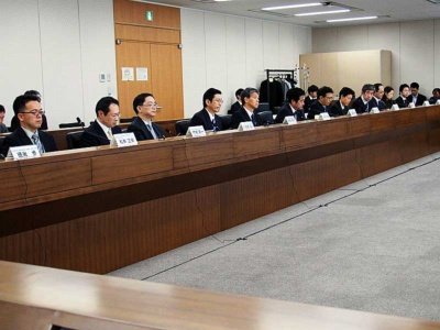 MVNOの苦境を受けてか、総務省は昨年12月25日に新しい有識者会議「モバイル市場の公正競争促進に関する検討会」を発足させた。写真は同検討会より