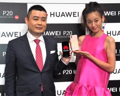 ファーウェイは6月11日の新製品発表会で、SIMフリースマホ市場向けに「HUAWEI P20」と「HUAWEI P20 lite」を投入することを明らかにした。写真は同発表会より