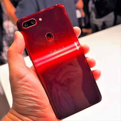 R15 Proの背面にはFeliCaマークがある。写真は8月22日のオッポ ジャパン新製品記者発表会より