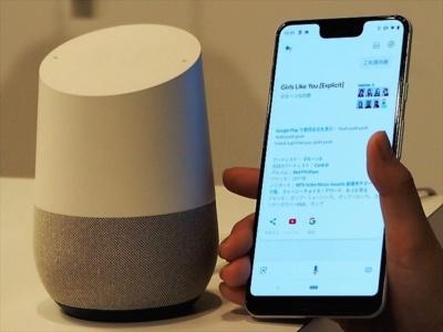 グーグルは、2017年にスマートスピーカーの「Google Home」を日本市場に投入。ハードウエアとサービスを一体化させたサービスの提供に力を入れている。写真は10月10日の新製品記者発表会より