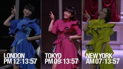Perfumeの3人がそれぞれ東京、ニューヨーク、ロンドンの3都市でパフォーマンスを披露した (c)docomo FUTURE-EXPERIMENT VOL.01 距離をなくせ。