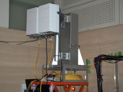 ロンドンの会場の一画に設置された5Gの基地局。28GHz帯の電波を用いている。写真は11月8日の「FUTURE-EXPERIMENT VOL.01 距離をなくせ。」より
