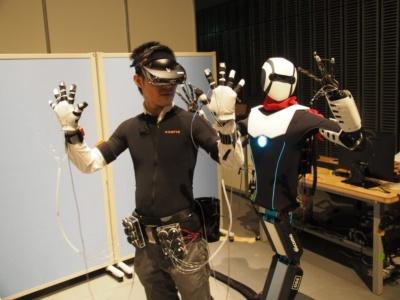"""11月9~11日に開催された「見えてきた、""""ちょっと先""""の未来~5Gが創る未来のライフスタイル~」では、低遅延を生かしてロボットを遠隔操作するデモなども披露された。写真は同イベントより"""