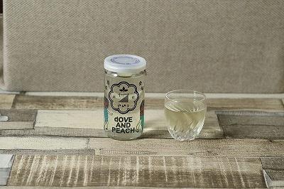 レセプションバー「ネオ東京BAR」の日本酒カップ酒「サナカップ(スタンダード)」(750円)