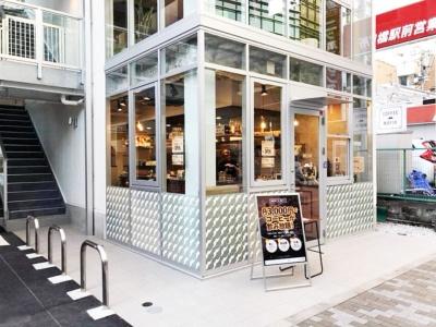 「coffee mafia飯田橋店」(千代田区富士見2-12-13)。飯田橋駅から徒歩3分。営業時間は8~22時。定休日は土日祝日