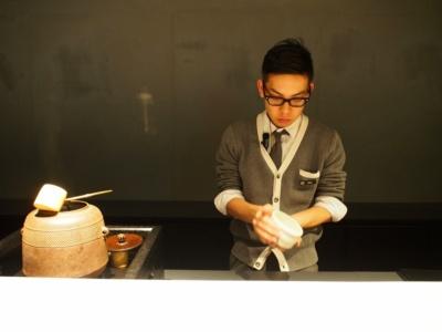 「ホテル内でも日本の文化を体験したい」という外国人客の声に応えて、15~17時まで抹茶のウエルカムドリンクを提供。外国人客には英語もしくは中国語などで説明