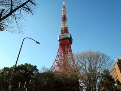 東京タワー(東京都港区)。円筒状の部分が今回リニューアルしたトップデッキ。「トップデッキツアー」は高校生以上が2800円、小中学生が1800円、4歳以上の幼児が1200円。9時~22時15分までの時間を指定して東京タワーの公式サイトから予約する。事前予約制だが当日でも空きがあればチケットカウンターで購入できる。メインデッキの入場方法と料金は従来通り
