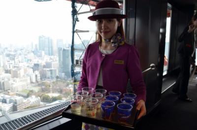 ドリンクサービスでは緑茶かスポーツドリンクを選べる。このエリアでは世界で活躍する調香師のクリストフ・ラウダミエル氏が特別に調香した香りによる演出もある
