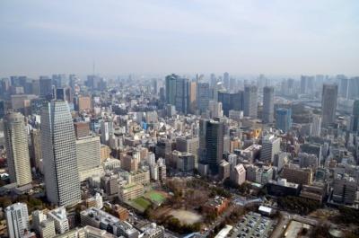 東京タワー トップデッキからの眺望。遠くにはスカイツリーも見えた