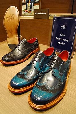 全国区のブランドが並ぶなか、地元のテナントの個性も光る。「マドラス」は大正10年創業の靴製造・販売の老舗。写真は95周年記念モデルで95足限定販売