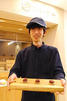 「ツバメヤ」は岐阜の人気和菓子店。おやつ職人・まっちんこと町野仁英さんは菓子のレシピ本も出版し、自然素材を生かした優しい味わいでファンをつかんでいる