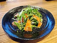 「豆苗と水菜、スモークサーモンの美肌サラダ」(590円)