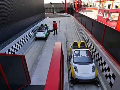 こちらは「ev-グランプリ」で約1.1kmのコースを電気自動車で走行できる