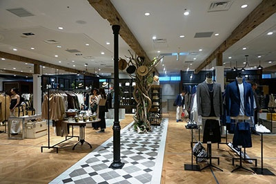 レディスファッションブランド「イエナ(IENA)」とメンズファッションブランド「エディフス(EDIFICE)」、ふたつが融合した新しいコンセプトストア「イエナ エディフィス ラ ブークル」(4階)
