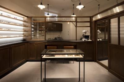 「CONVEX」は、デッドストックのビンテージアイウエアショップ「Fre'quence.」の柳原一樹氏が手がけるメガネのショップ。フランスの1940〜50年代のデッドストックをメインに展開する