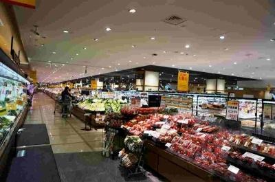 1階の生鮮食料品・デリカ売り場は奥が見えないほどの広さがある